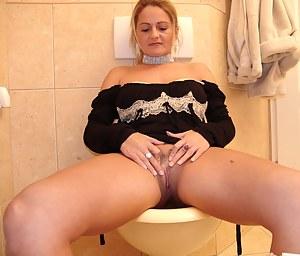 Moms Toilet Porn Pictures
